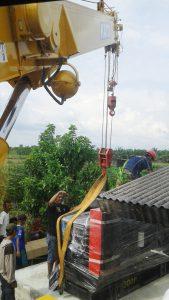 gambar mobil crane angkat
