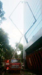 gambar mobil tangga 30 meter